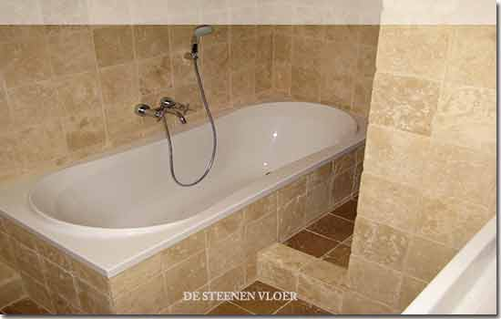 travertin tegels badkamer: wandtegels praxis betonlook in de hal, Badkamer