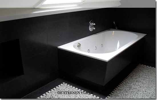 Granito tegels verwerkt in badkamer - Badkamer zwarte vloer ...